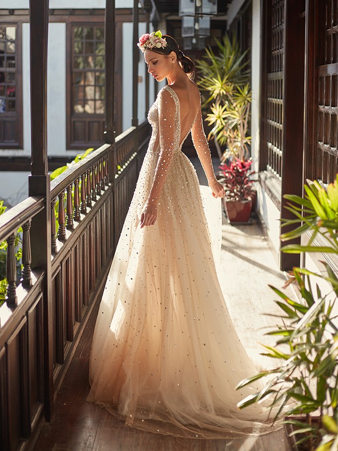 stunning-luxury-wedding-dresses-you-must-see-3-GALIA-LAHAV-1.