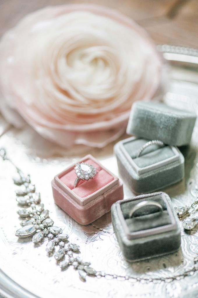 beautiful-elegant-wedding-inspiration-shoot-burgundy-accents-05