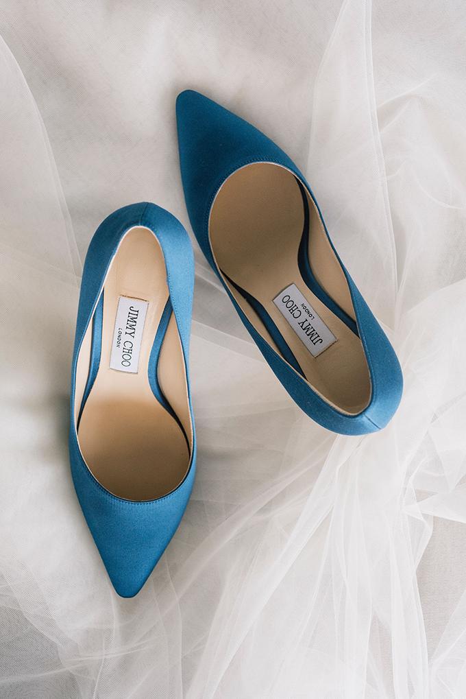 romantic-destination-wedding-grey-dusty-blue-hues_08