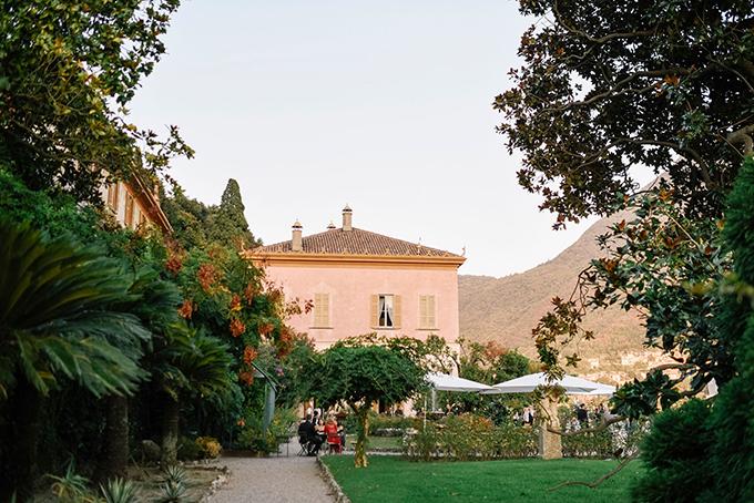 romantic-destination-wedding-grey-dusty-blue-hues_18x