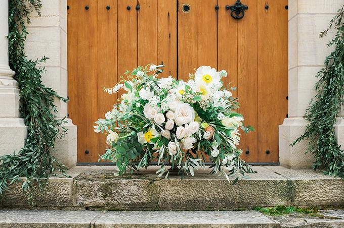 beautiful-elegant-wedding-inspiration-shoot-burgundy-accents-12.jpg